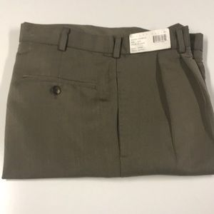 PERRY ELLIS Mens 32 x 30 pleated Tan Dress Pants